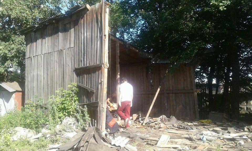 У Луцьку муніципали два дні демонтовували гараж