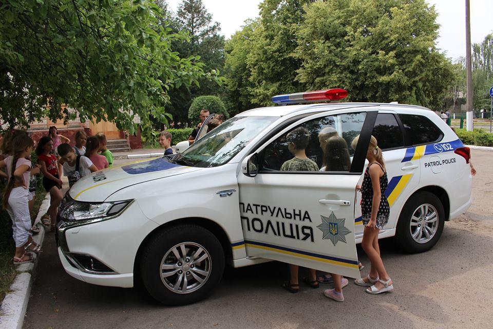 Патрульні розповіли луцьким дітлахам про безпеку під час канікул. ФОТО