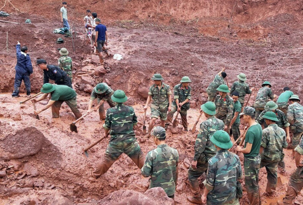 У В'єтнамі масштабні повені спричинили зсуви: загинули 22 людини