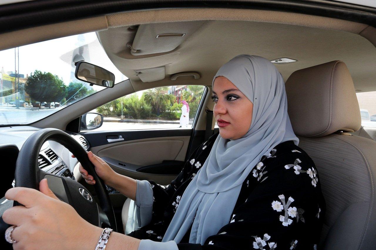 У Саудівській Аравії набув чинності дозвіл жінкам керувати авто