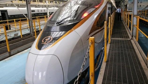 У Китаї з липня запустять найдовший високошвидкісний потяг у світі