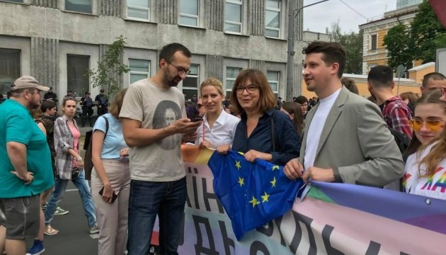 Депутат Європарламенту каже, що їй телефонували з фейкового номеру, вдаючи, що від Порошенка