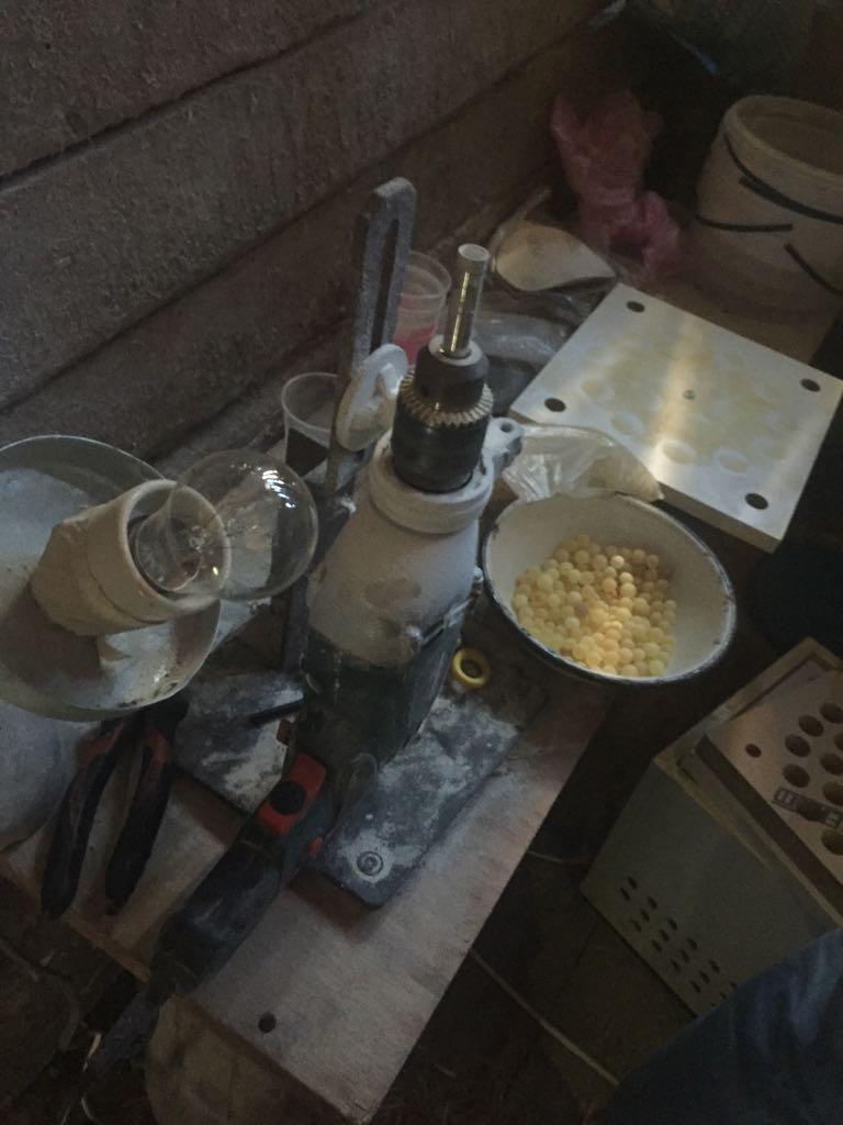 На Волині виявили підпільний цех з обробки бурштину. ФОТО