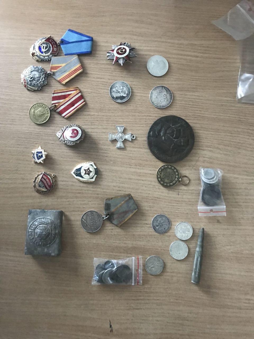 На «Ягодині» вилучили колекцію медалей та монет