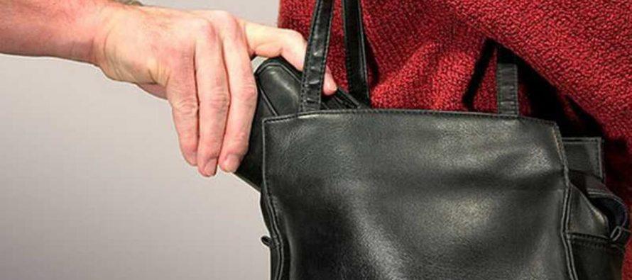 У луцькій маршрутці зловмисник поцупив у пенсіонерки гаманець
