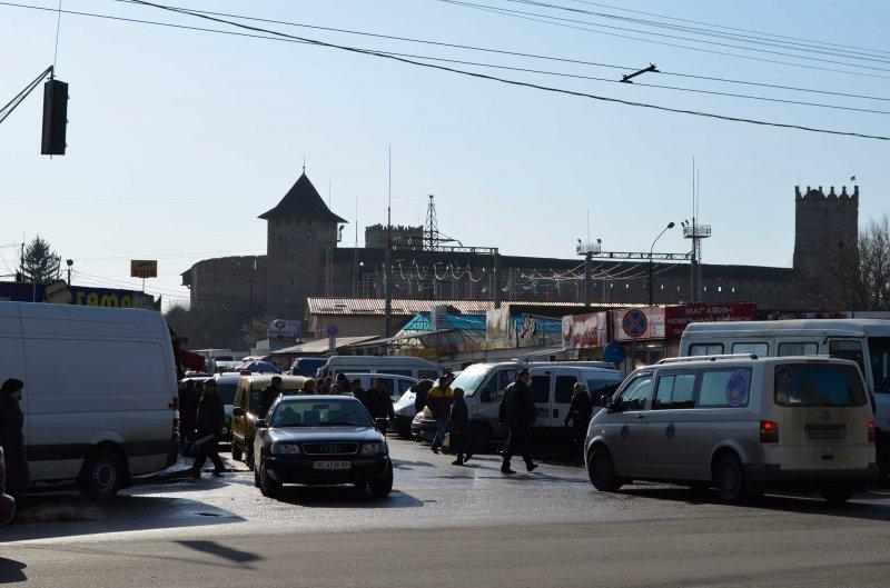 Луцькрада забрала статус торгових рядів, де має бути парковка