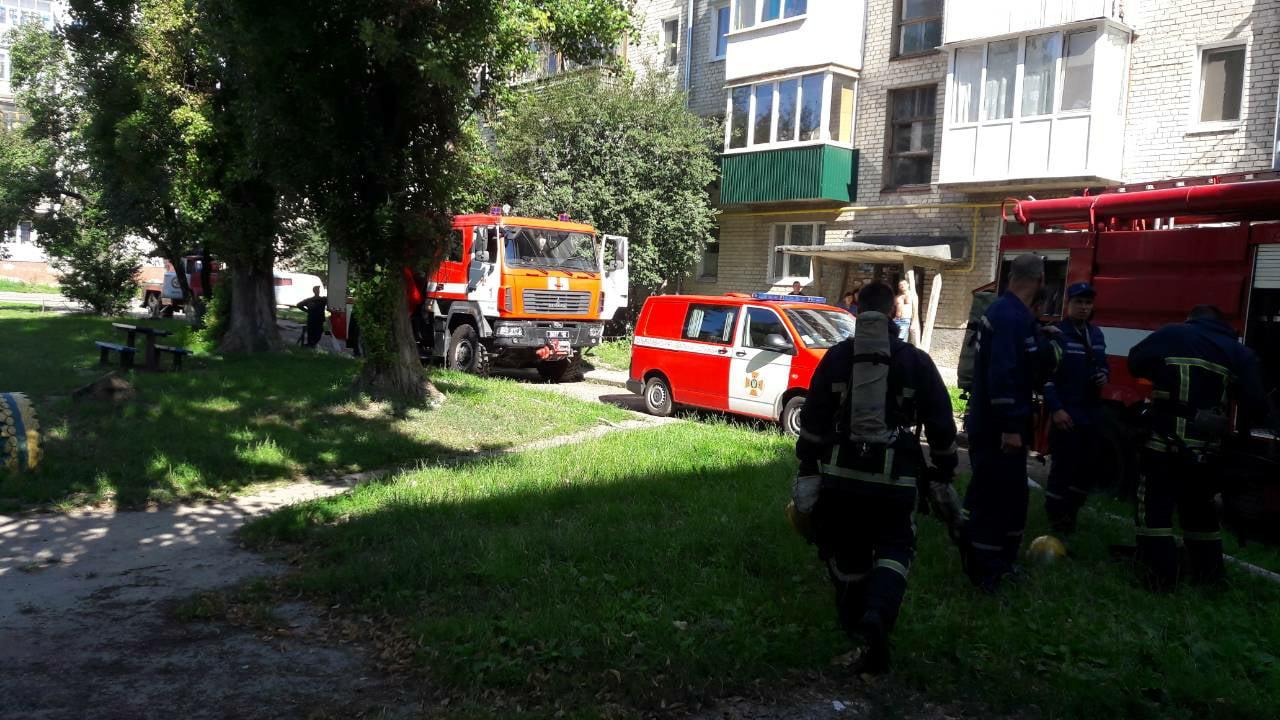 У Луцьку під час пожежі у багатоповерхівці евакуювали 13 людей. ФОТО