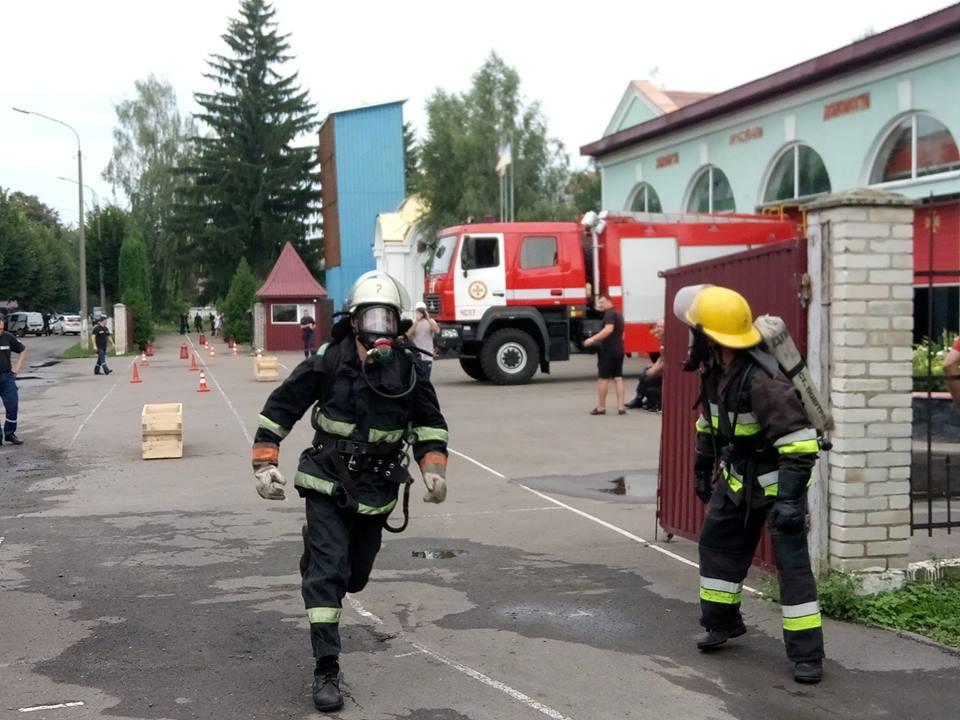 У Луцьку обирають найсильнішого пожежного. ФОТО