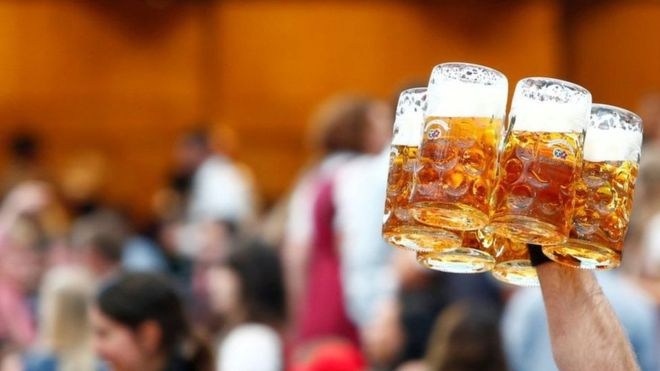 У Німеччині через спеку закінчуються пляшки для пива