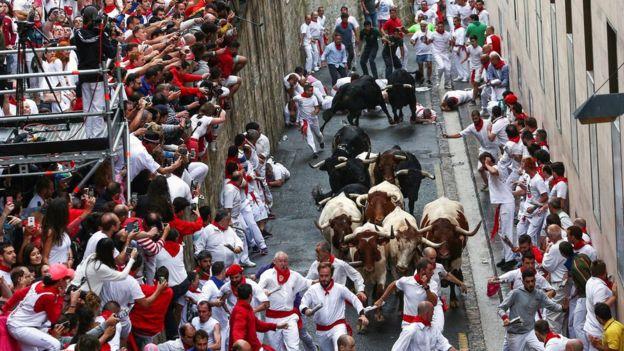 На фестивалі в Іспанії травмовані п'ятеро людей: одного бик проткнув рогами