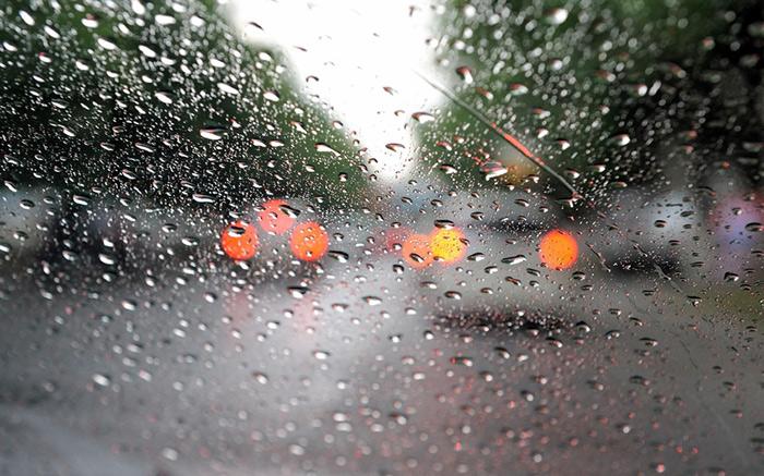 Патрульні закликають волинян бути уважними на дорогах у дощову погоду