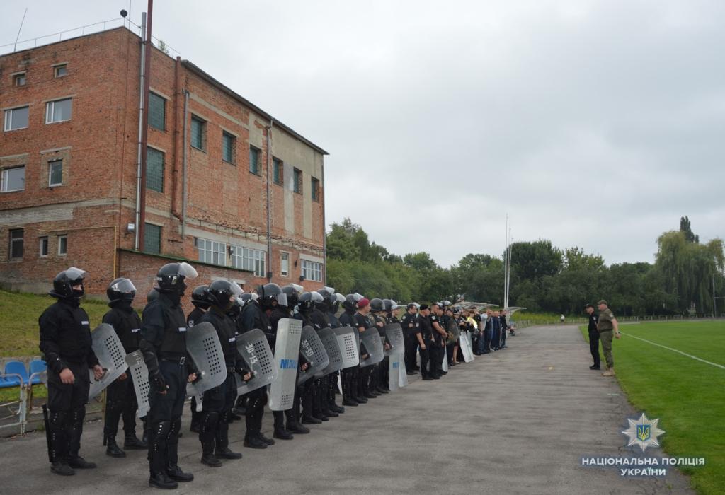 Волинські правоохоронці тренувались охороняти масові заходи. ФОТО