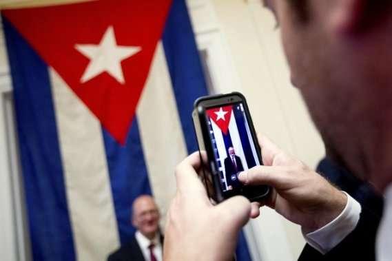 На Кубі почали запроваджувати мобільний інтернет