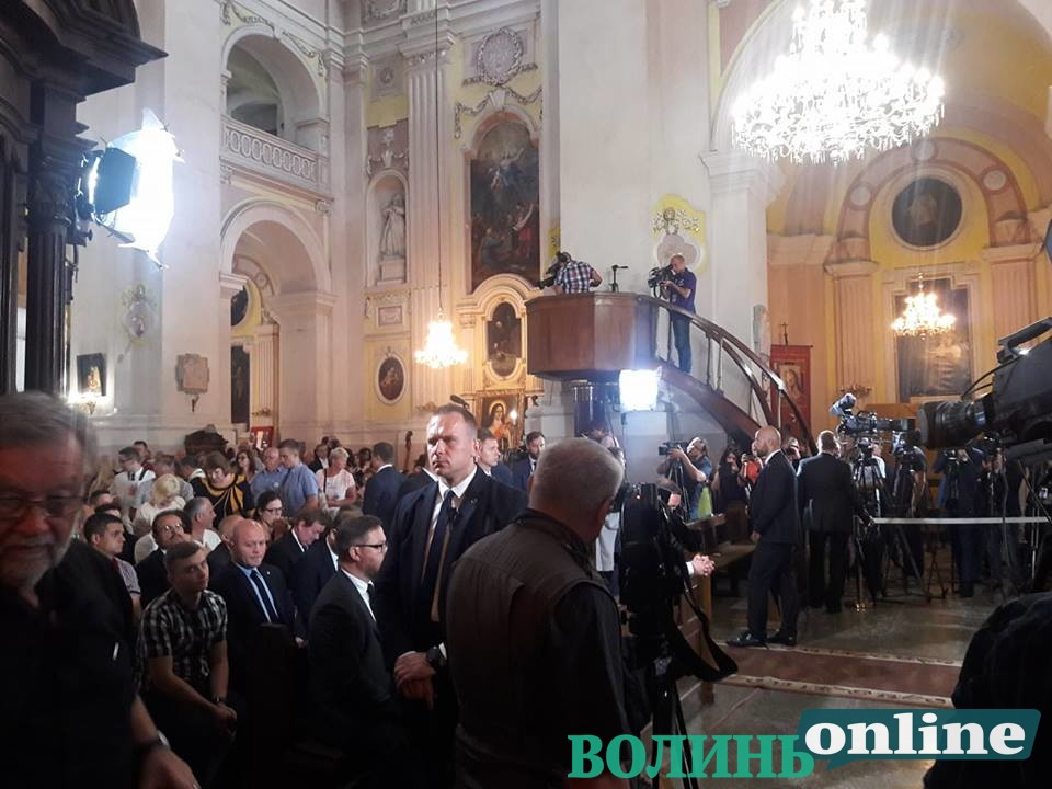 У Луцьку розпочалась ранкова меса за участі президента Польщі. ФОТО