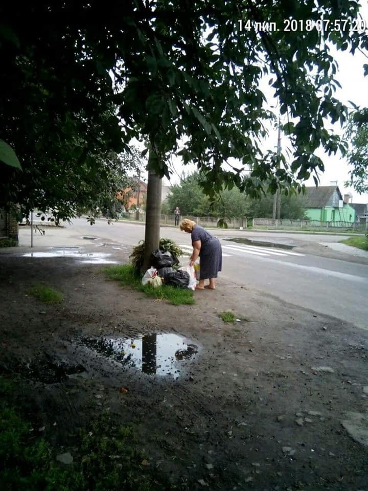 У Луцьку жителі засмічують свою вулицю