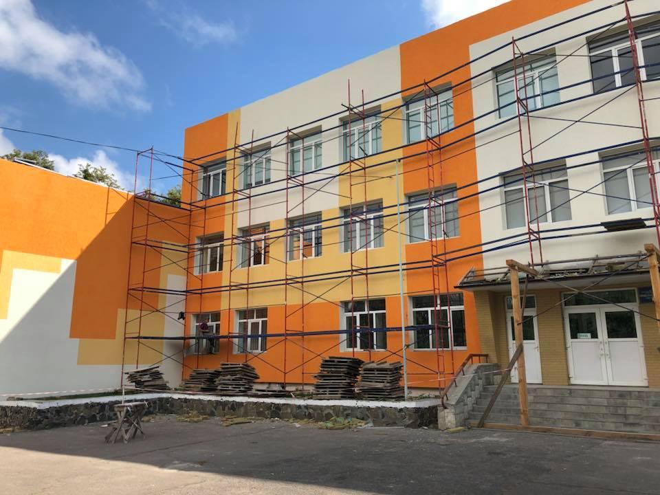 Утеплили фасад школи № 1 у Луцьку. ФОТО