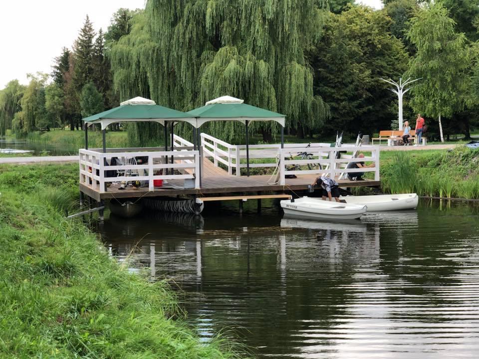 У луцькому парку запрацював прокат човників для прогулянок