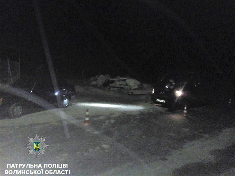 У Луцьку п'яний водій в'їхав у припарковане авто. ФОТО