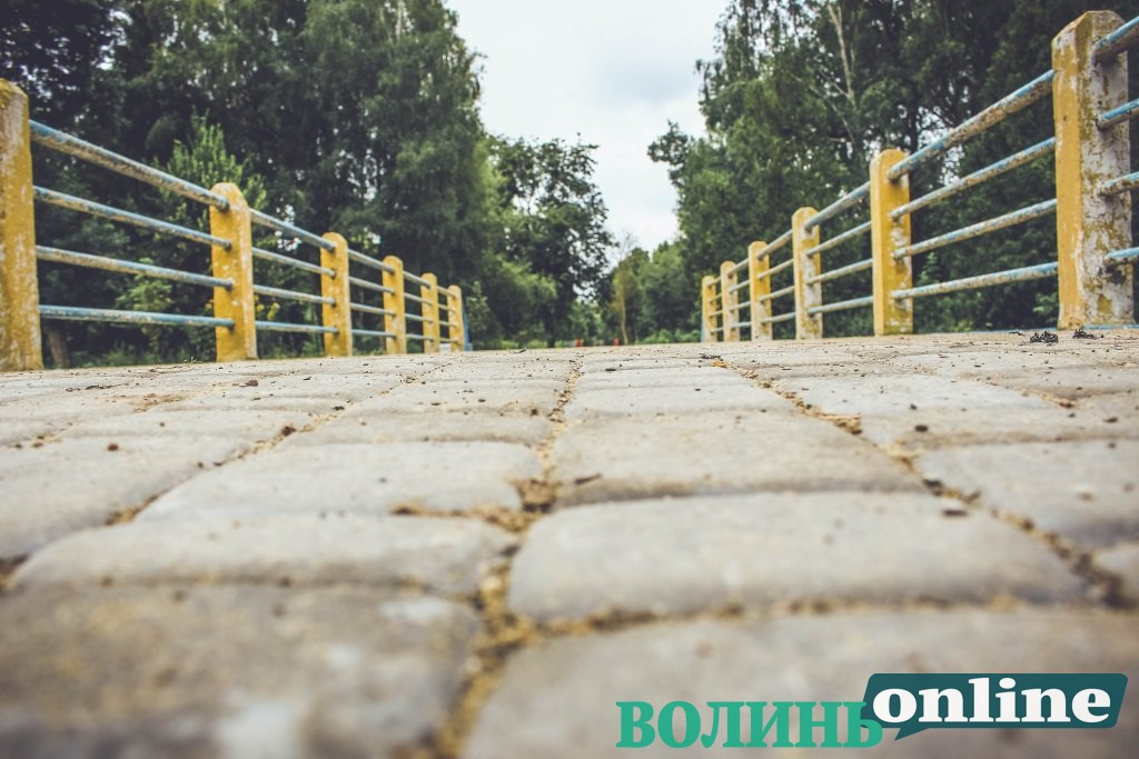 Липневий луцький парк. ФОТОРЕПОРТАЖ