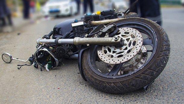На Волині мотоцикліст злетів у кювет, постраждало троє людей