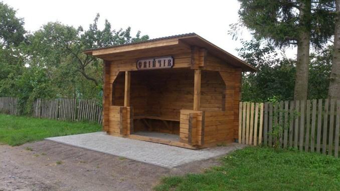 Володимир-Волинські лісівники облаштували в селах автобусні зупинки