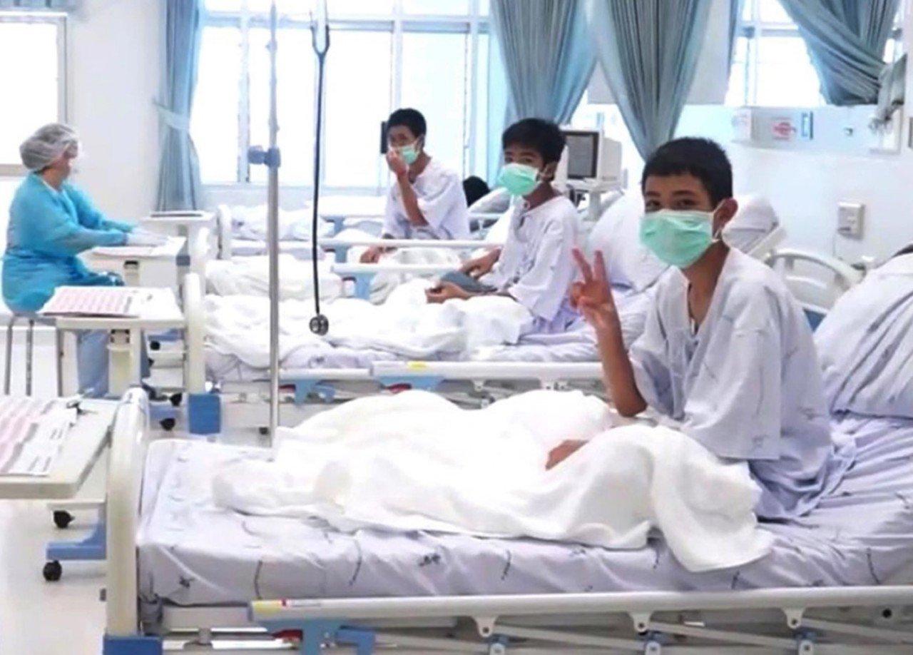У Таїланді розповіли про стан врятованих з печери дітей