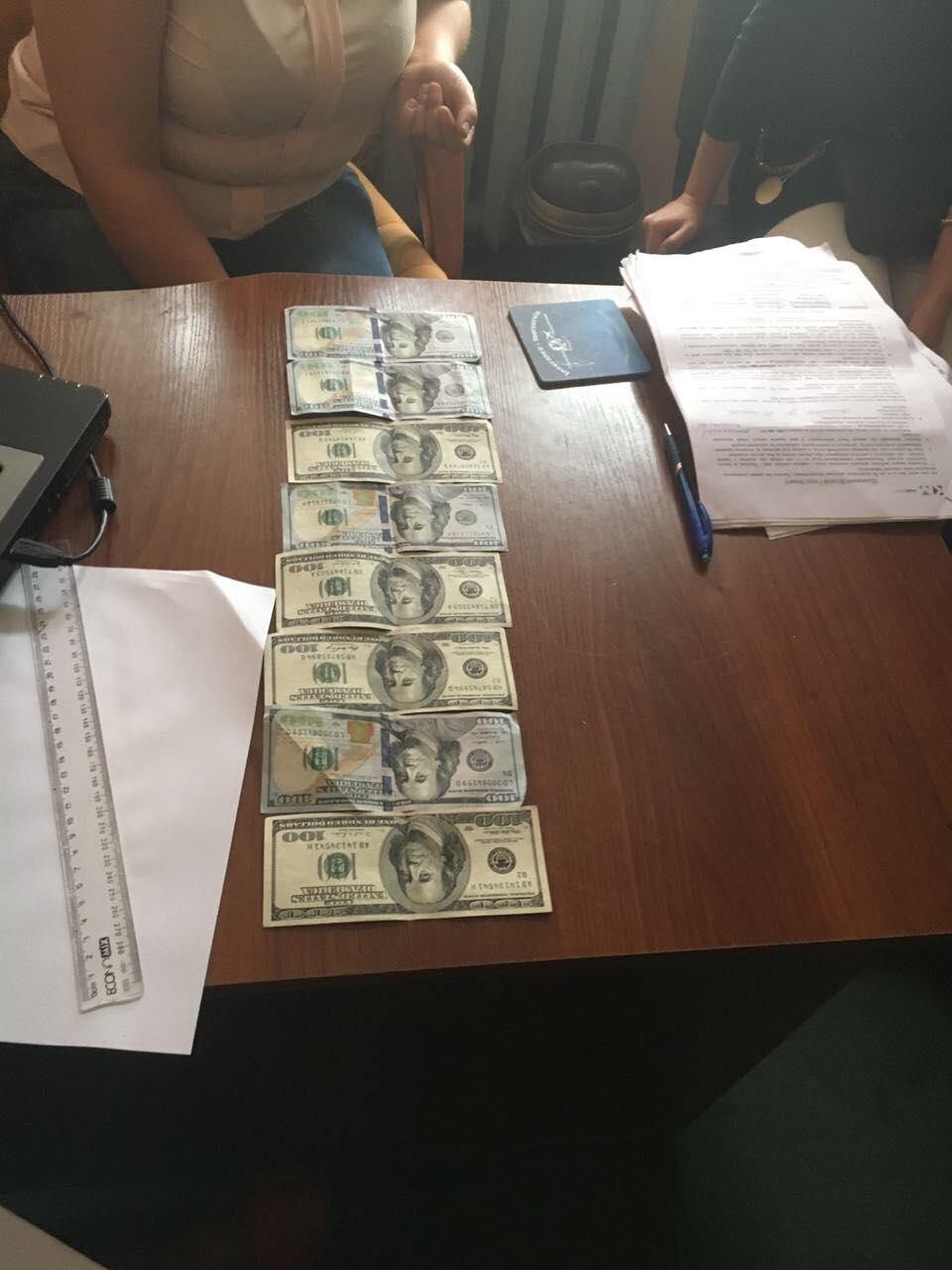 На Волині юрист підбурила громадянку дати нотаріусу хабар у 1000 доларів. ФОТО