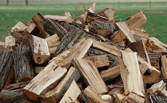 У Луцьку пільговикам даватимуть дрова