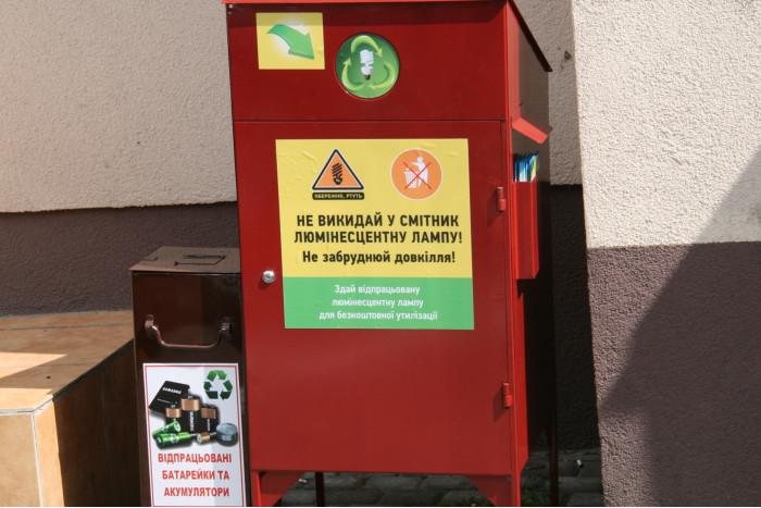 У Луцьку встановили контейнери для збору токсичного сміття