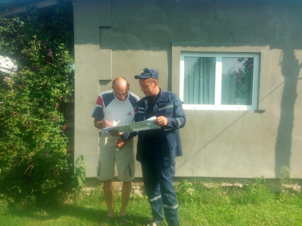 На Волині рятувальники розповідають мешканцям про пожежну безпеку