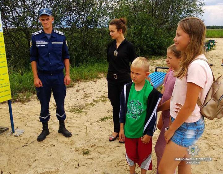 Волинські правоохоронці навчають дітей безпеки на водоймах