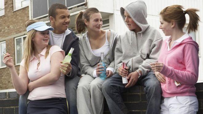 Здоров'я підлітків, які курять та п'ють, погіршується вже у 17 років