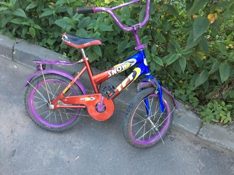 На Волині двоє дівчаток на велосипеді потрапили під колеса авто