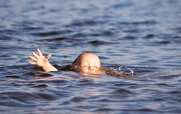 На Волині втопилась однорічна дівчинка