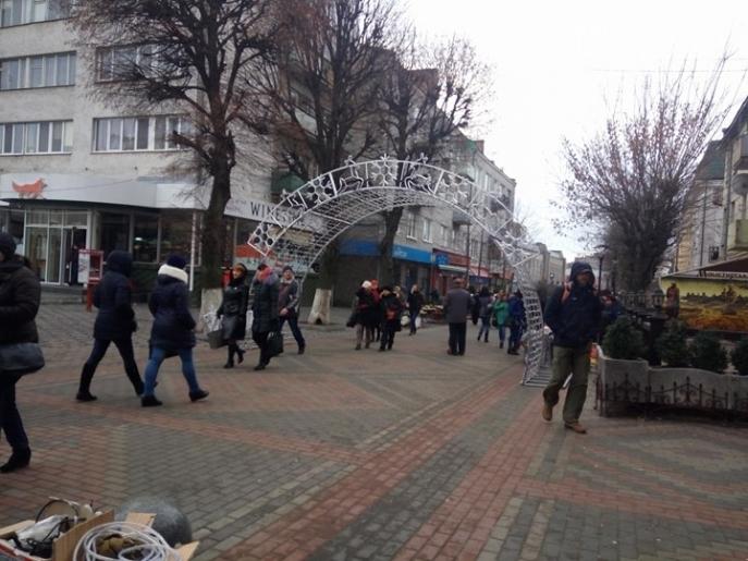 Луцькрада оголосила конкурс на краще святкове оформлення Театрального майдану