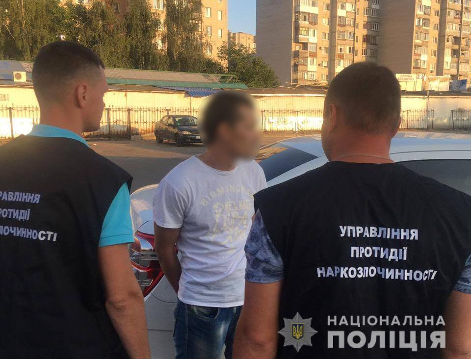 У Луцьку затримали чоловіка з наркотиками. ФОТО