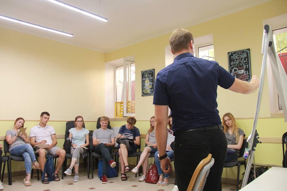 У Луцьку молодь навчали, як за годину спланувати своє життя. ФОТО