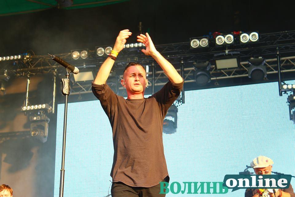 «Ми група старих алкоголіків»,– гурт «Жадан і Собаки» на сцені «Бандерштату». ФОТО