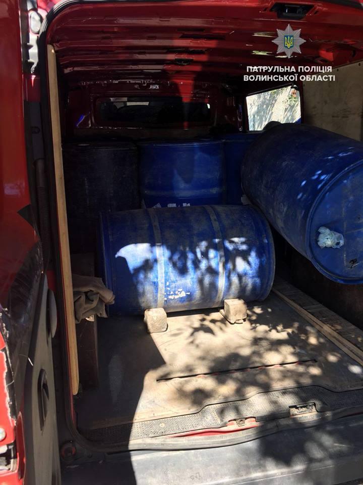У Луцьку затримали авто, у якому незаконно перевозили спирт. ФОТО