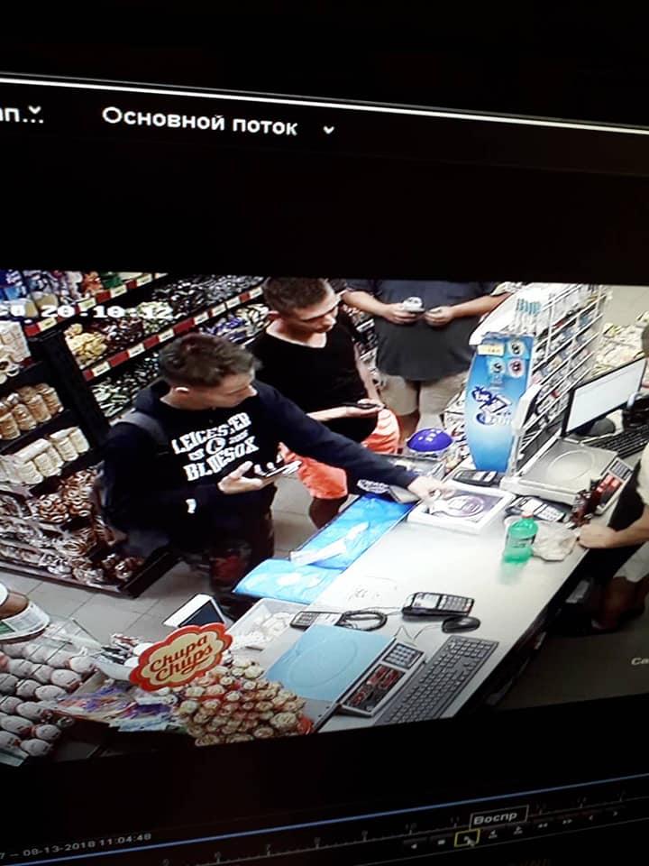 Поблизу Луцька юнаки викрали із магазину презервативи. ФОТО. ВІДЕО