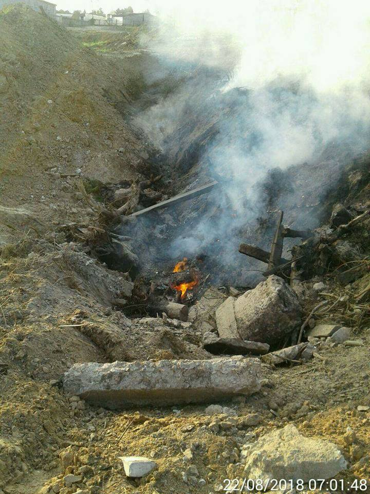 У Луцьку гасили неконтрольоване багаття, яке могло спричинити пожежу. ФОТО