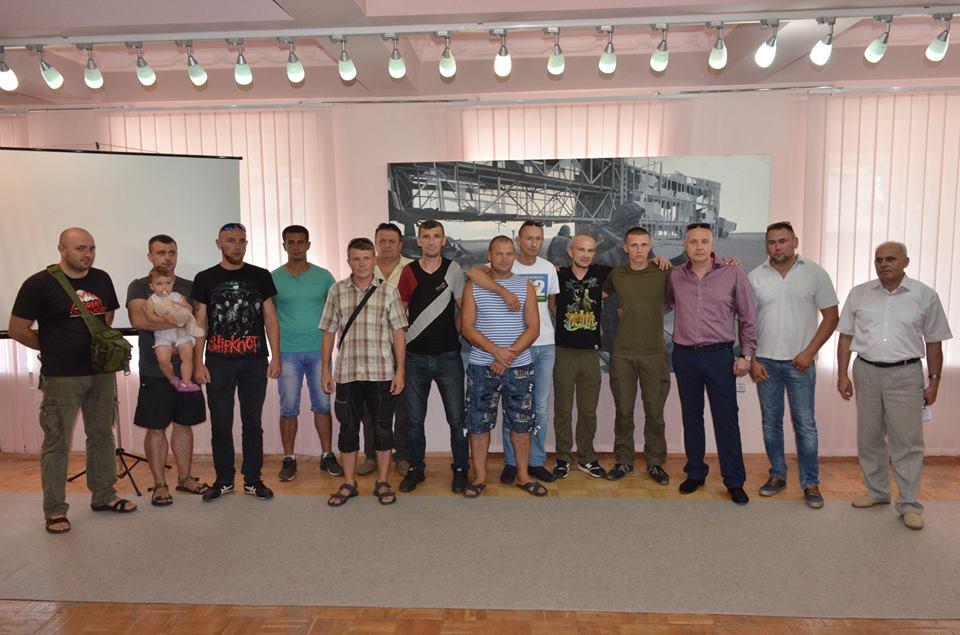 У Луцьку показали виставку, присвячену пам'яті українських кіборгів. ФОТО