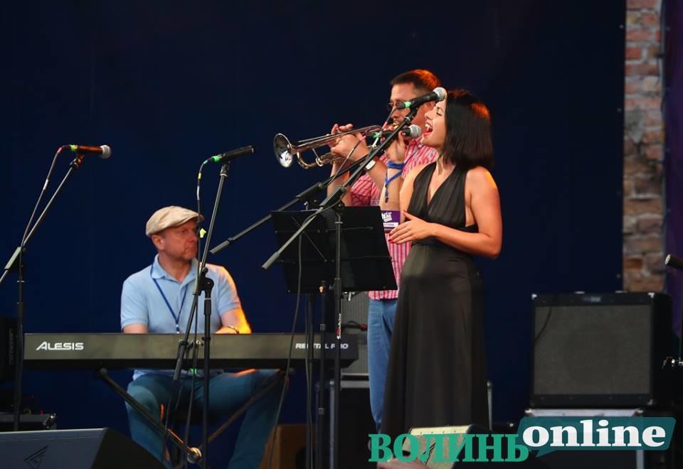 Джаз долає кордони: міжнародне свято зібрало шанувальників  музики вільних людей у Луцькому замку
