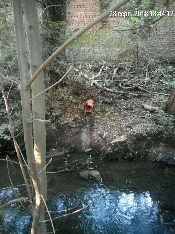 Куди привели труби, якими зливали нечистоти у Сапалаївку. ФОТО