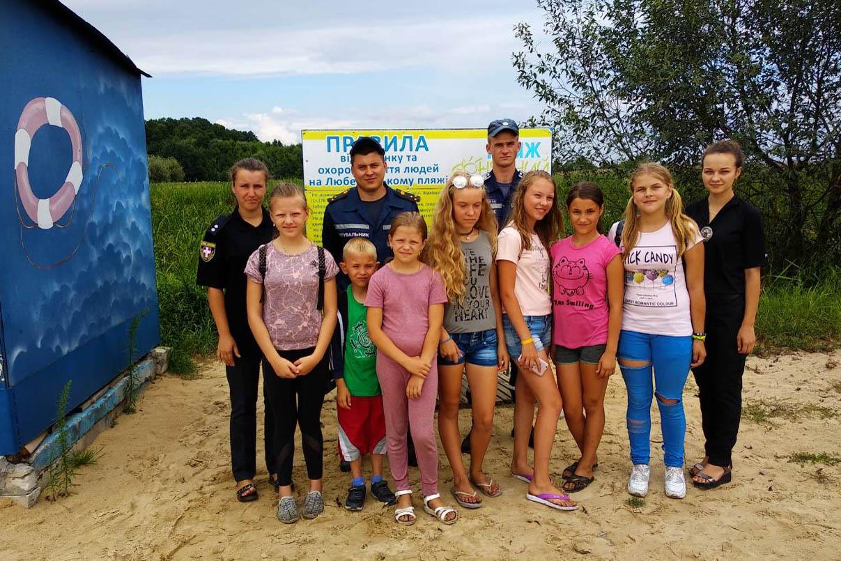 Волинські рятувальники провели майстер-клас з порятунку на воді для дітей