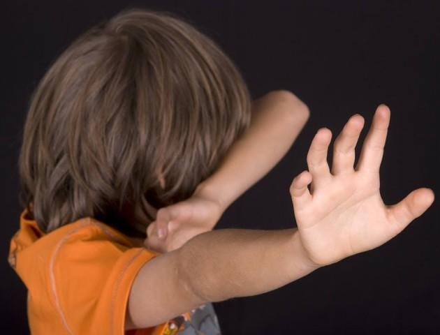 Керівника дитячого притулку, де домагались і били дітей, відсторонили від роботи
