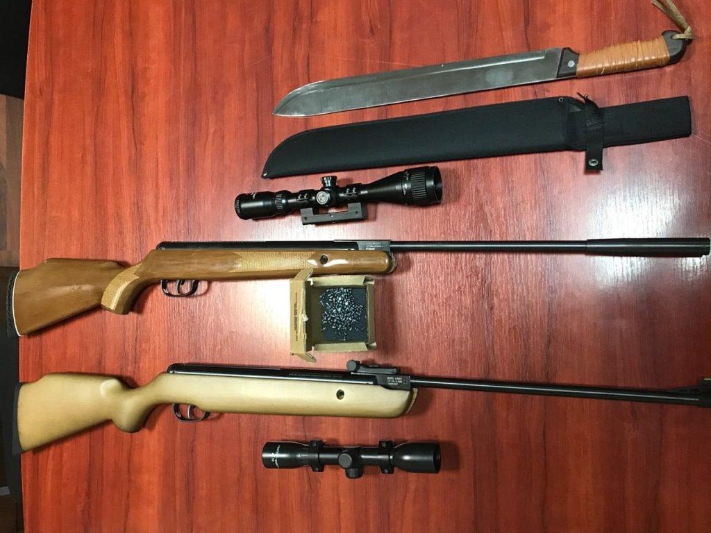 На «Устилузі» в автомобілі виявили зброю. ФОТО