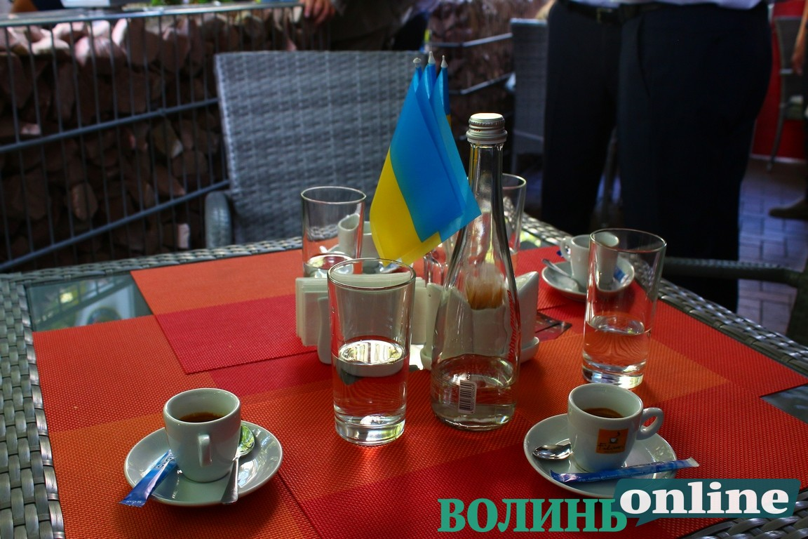Гройсман пив каву у ресторані на вулиці Лесі Українки