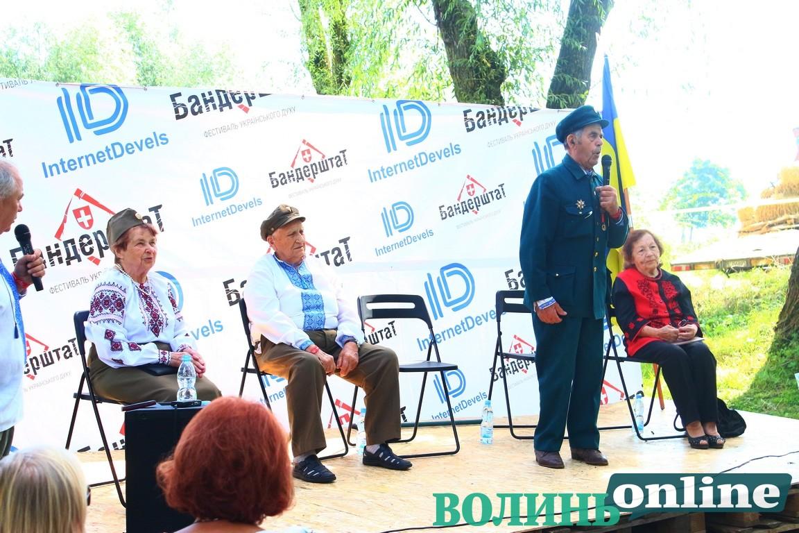 На «Бандерштаті» ветерани УПА закликали бути свідомими та боротися за Україну. ФОТО