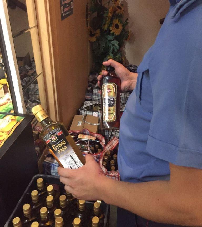 Лучанин виготовляв фальсифікований алкоголь у підпільному цеху. ФОТО